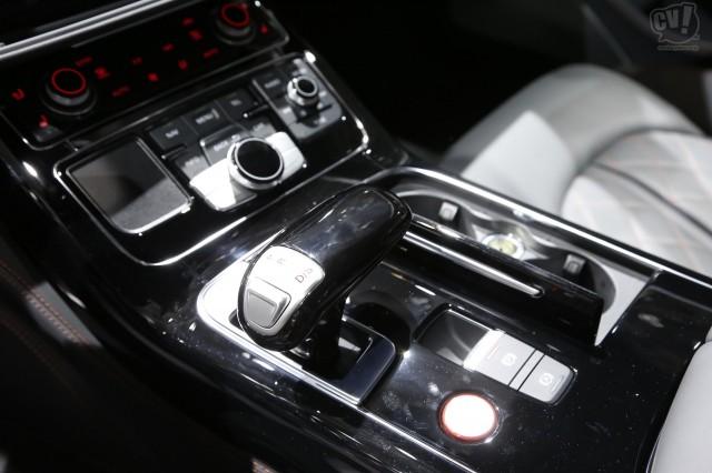 アウディ S8 プラス