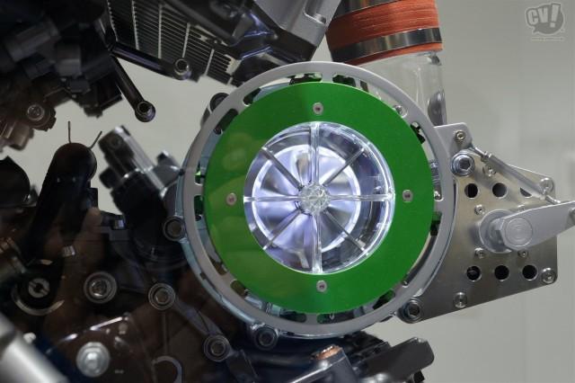 カワサキ バランス型スーパーチャージドエンジン(参考出品)