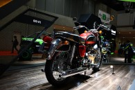 カワサキブースに大型バイクの起源650-W1が展示