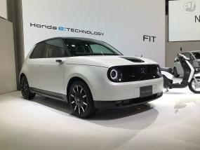 ホンダ初の電気自動車「Honda e」はスポーツカー的、太いリアタイヤにこだわる!