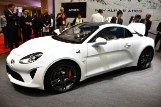 スポーツ性能を向上させたアルピーヌ A110Sを日本初披露。発売は11月後半を予定