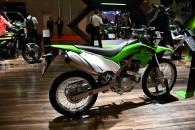 新型カワサキ KLX230 気軽にオフロード走行も楽しめるデュアルパーパスモデル