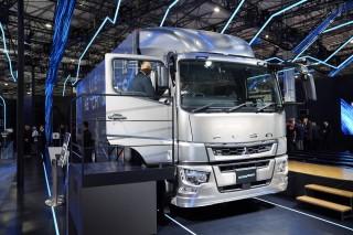 運転支援レベル2を搭載した三菱ふそうの10t級トラック、スーパーグレート