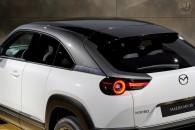 マツダ、初の量産EV「MX-30」を公開。マツダ3に近いサイズ感で、デザインでは芸術性を追求