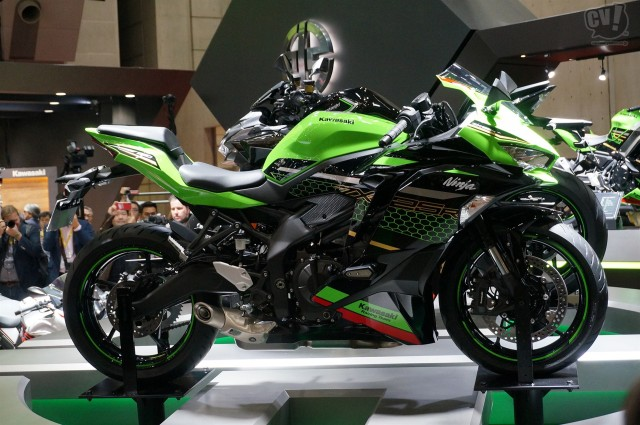 日本導入を発表! カワサキ、250cc4気筒のNinja ZX25-R、Z H2、W800の新型3モデル